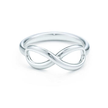 Tiffany & Co. - Tiffany Infinity ring in sterling silver.