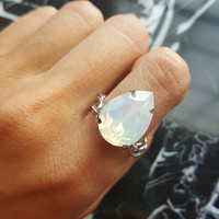 Dutchess - Swarovski Pear Crystal on Silver Chain Ring