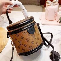 Louis Vuitton Fashion new single shoulder slung bucket bag round cosmetic bag