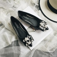 Women All-match Fashion Temperament Pearl Bow Shallow Mouth Pointed-toe Patent Leather Loafer Flats Shoes