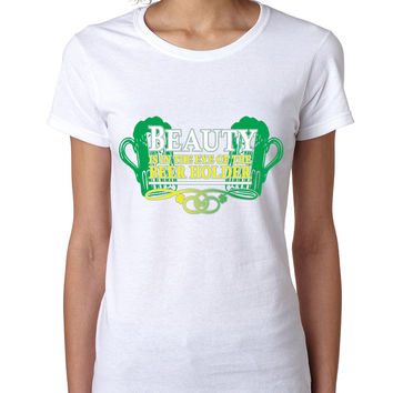 Beauty is in the eye of the Beer holder women T-shirt