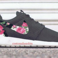 Customized Roshes, White Pink Roses Nikes