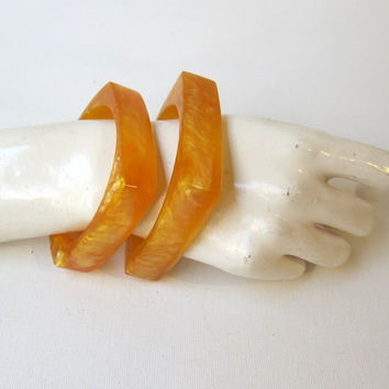 Vintage 1950s 1960s pair yellow moonglow plastic celluloid bangles