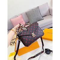 Louis Vuitton Fashion new casual wild ladies shoulder Messenger bag