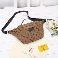 Louis Vuitton LV chest bag fashion all-match messenger bag