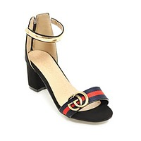 The new fashion solid color with open-toed sandals fashion with thick shoes