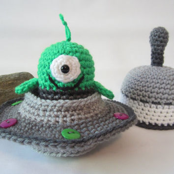 Crochet Alien Toy, Crochet Flying Saucer, Spaceship Toy with Alien by CROriginals