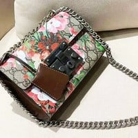 Gucci New geranium printing embossed lock chain bag shoulder Messenger bag