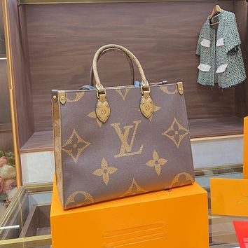 Louis Vuitton LV hot sale color matching printed letters ladies retro handbag shoulder bag shopping bag