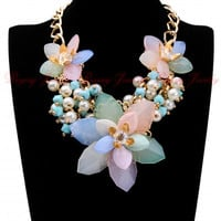 Cluster Bib Choker Necklace Gold Chain Jelly Resin Flower White Pearl Pendant Women Unique Candy Jewelry