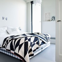 Blanket »   Products »   The Minimalist
