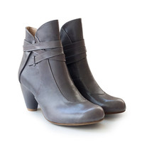 SALE! 50% off! Gray boots Tania, handmade boots, heels, leather shoes. Women shoes, free shipping.