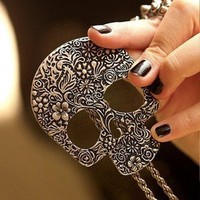 MELO YUMIS SHOP PUNK KITSCH EMO QUIRKY CARVED FLOWER RETRO GIANT SKULL  NECKLACE