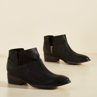 Seychelles Snare Leather Bootie in Black   Mod Retro Vintage Boots   ModCloth.com