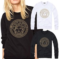 Medusa head: leisure T-shirt and cashmere coat