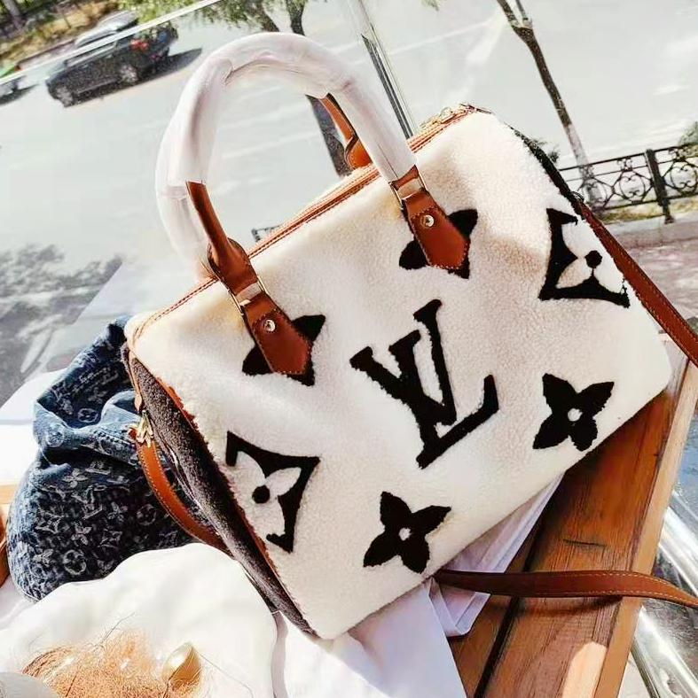 Image of Louis vuitton selling a fashionable casual lady's one-shoulder lamb embossed handbag