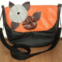 Modern bag with flowers and simple lining by Adina