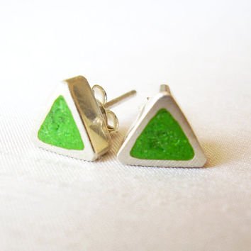 Triangle Green Stud Earrings in Sterling Silver and Pigments - Ear Studs Lime Green Colour - Green and Silver - Contemporary Jewelry