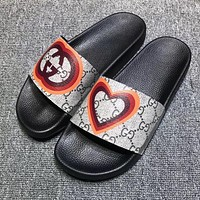 GUCCI vintage printed logo beach sandals for men and women