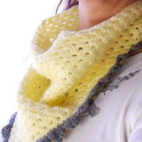 Crochet PATTERN: Triangle Cowl with scalloped edge - adult size