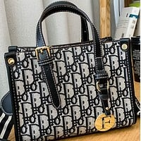 The new high-quality texture large-capacity contrast letter one-shoulder portable tote bag
