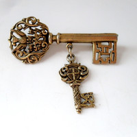 Vintage Skeleton Key Gold-tone Brooch