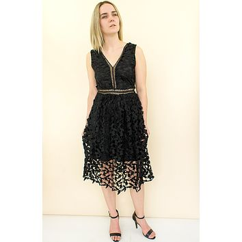 Soiree Lace Midi Dress - black