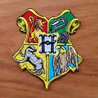 """Harry Potter Hogwarts Crest Fully Embroidered iron on patch, Appliques clothing, Costume Movies patches 