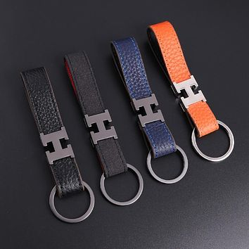 Letter buckle car keychain creative gift key ring lychee keychain men's waist hanging real leather keychain charm keychain