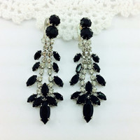 50% OFF SALE, Classy Vintage Clear and Black Rhinestone Dangly Earrings. Quality Sparkle Jewelry. Juliana style.