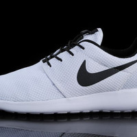 N093 - Nike Roshe Run (White/Black)