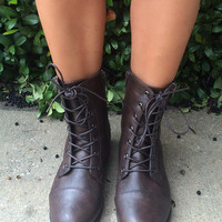 Lovin' It Combat Boots w/ Zipper - Brown