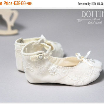 ON SALE Mary Janes Baby Booties , Silk or Cotton Shoes, Christening Booties, Lace Booties, Toddler Girl Shoes, Personalised, White, Ivory, E