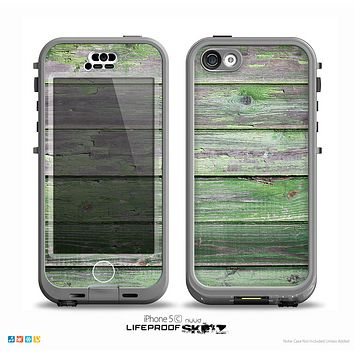 The Wooden Planks with Chipped Green Paint Skin for the iPhone 5c nüüd LifeProof Case