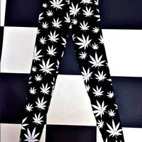 SWEET LORD O'MIGHTY! WEED LEGGINGZ IN BLACK