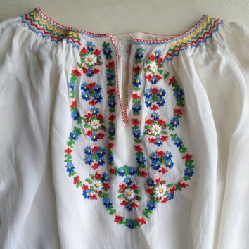 Vintage top   1970s peasant blouse with embroidery