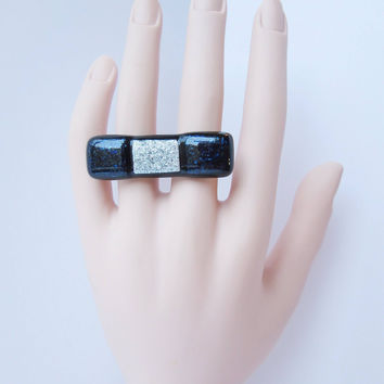 Double two finger knuckle statement ring adjustable, unique handcrafted fused glass, fashion jewelry accessory, silver and blue bow tie ring