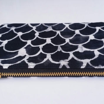 Black & White Freehand Scale Wave Design Zipper Pouch With Salmon Colored Lining And Brass Zipper