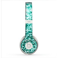 The Aqua Green Glimmer Skin for the Beats by Dre Solo 2 Headphones