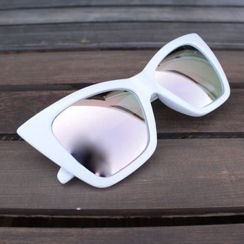 FINAL SALE - QUAY X SHAY MITCHELL - Vesper Iridescent Sunglasses in White