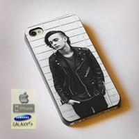 Matt Healy The 1975 Band - Print on Hard Plastic, available for iPhone and Samsung Galaxy. Choose for your device