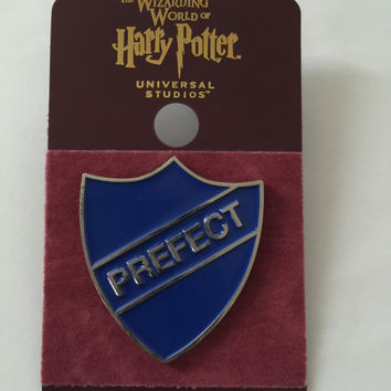 Universal Studios Wizarding World of Harry Potter Ravenclaw Prefect Pin New Card
