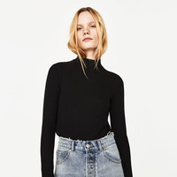 RIBBED FUNNEL NECK TOP DETAILS