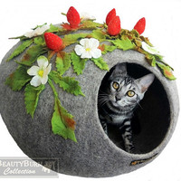 """Felt house cat """" Wild Strawberries"""" - Woolen Cave for cats - cocoon of wool cat-  bed for cats"""