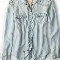 AEO 's Chambray Button Down Shirt (Light Wash)