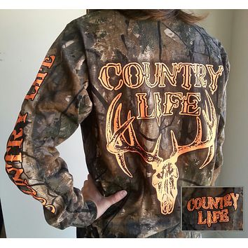Country Life Outfitters Bone Realtree Camo Orange Deer Skull Hunt Unisex Long Sleeve T-Shirt