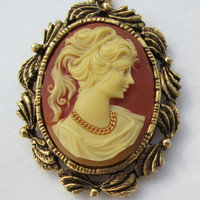 Unusual Cameo Pendant Necklace with Mirror Goldtone Frame Vintage Jewelry