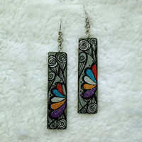 HAND WRITING PATTERN STICK EARRING CURVE DRAWING
