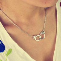 Women's Fashionable Jewelry Handcuffs Necklace