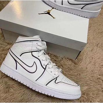Air Jordan 1 Mid SE WMNS Mid-Top Black and White Reflective Fashion Sneakers Basketball Shoes